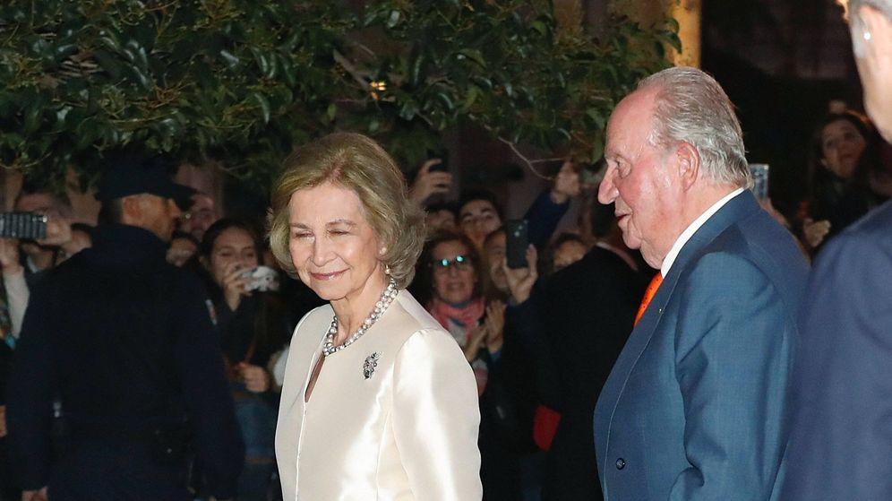 Foto:  Los reyes, a su llegada al concierto. (EFE)