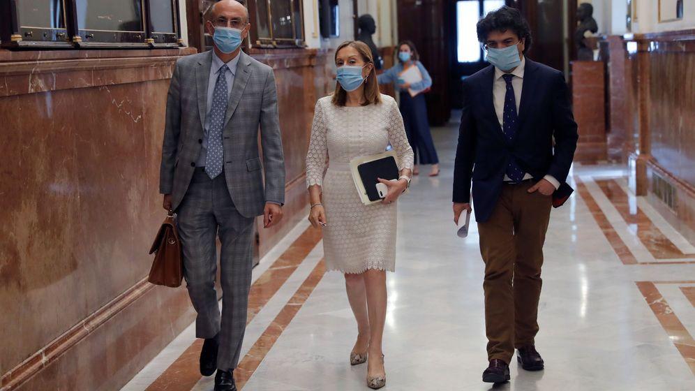 Foto: La diputada del PP Ana Pastor, en los pasillos del Congreso. (EFE)