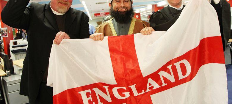 Foto: Ibrahim Mogra, imán en la mezquita de Leicester, tras obtener la nacionalidad.