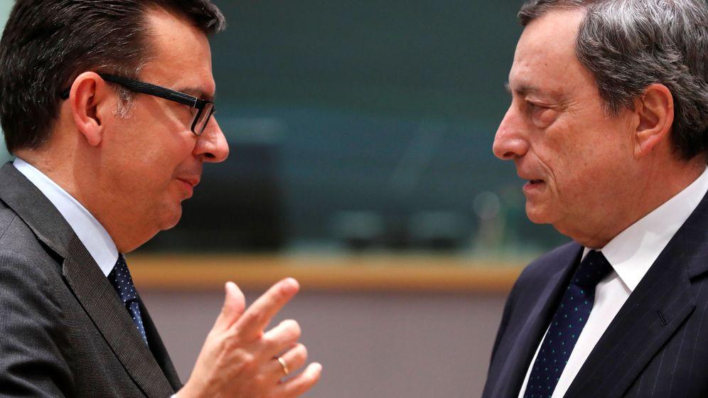 Foto: Escolano con el presidente del BCE, Mario Draghi, en Bruselas. (EFE)