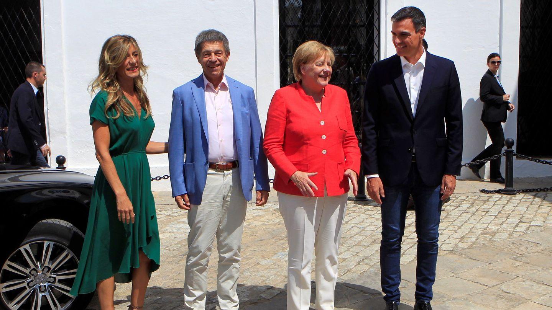 El matrimonio Merkel, con Pedro Sánchez y Begoña Gómez. (EFE)