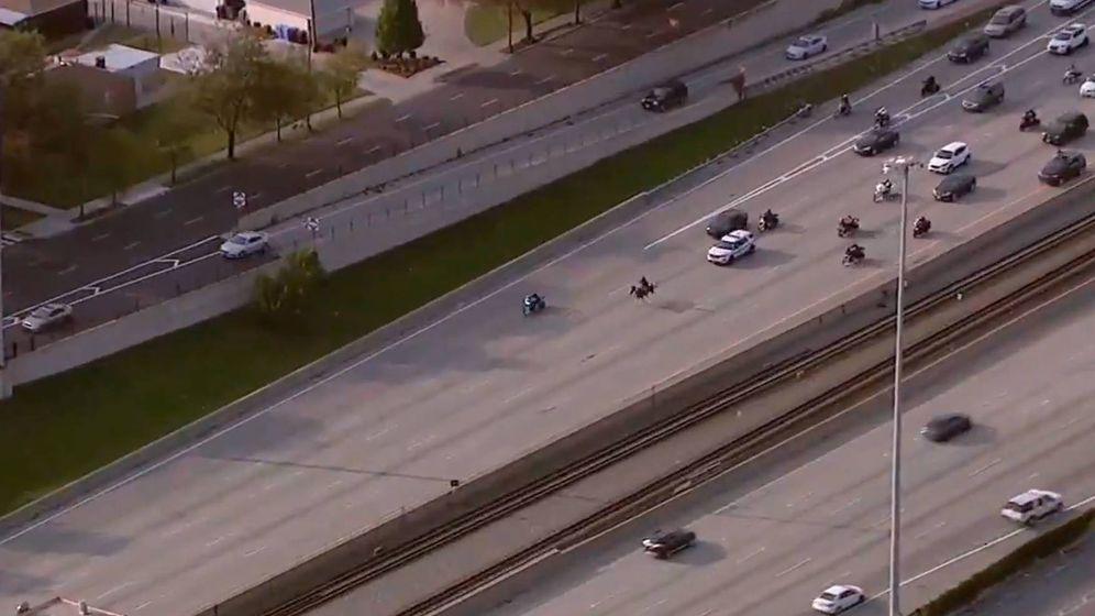 Foto: Adam Hollingsworth consiguió bloquear una de las autopistas más transitadas de Chicago (Twitter)