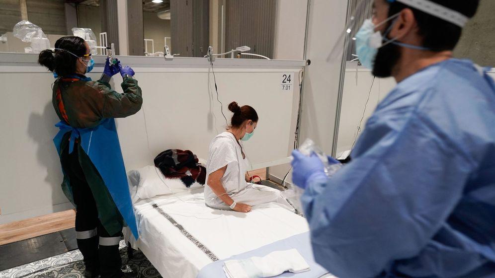 Foto: Médicos trabajando (EFE)
