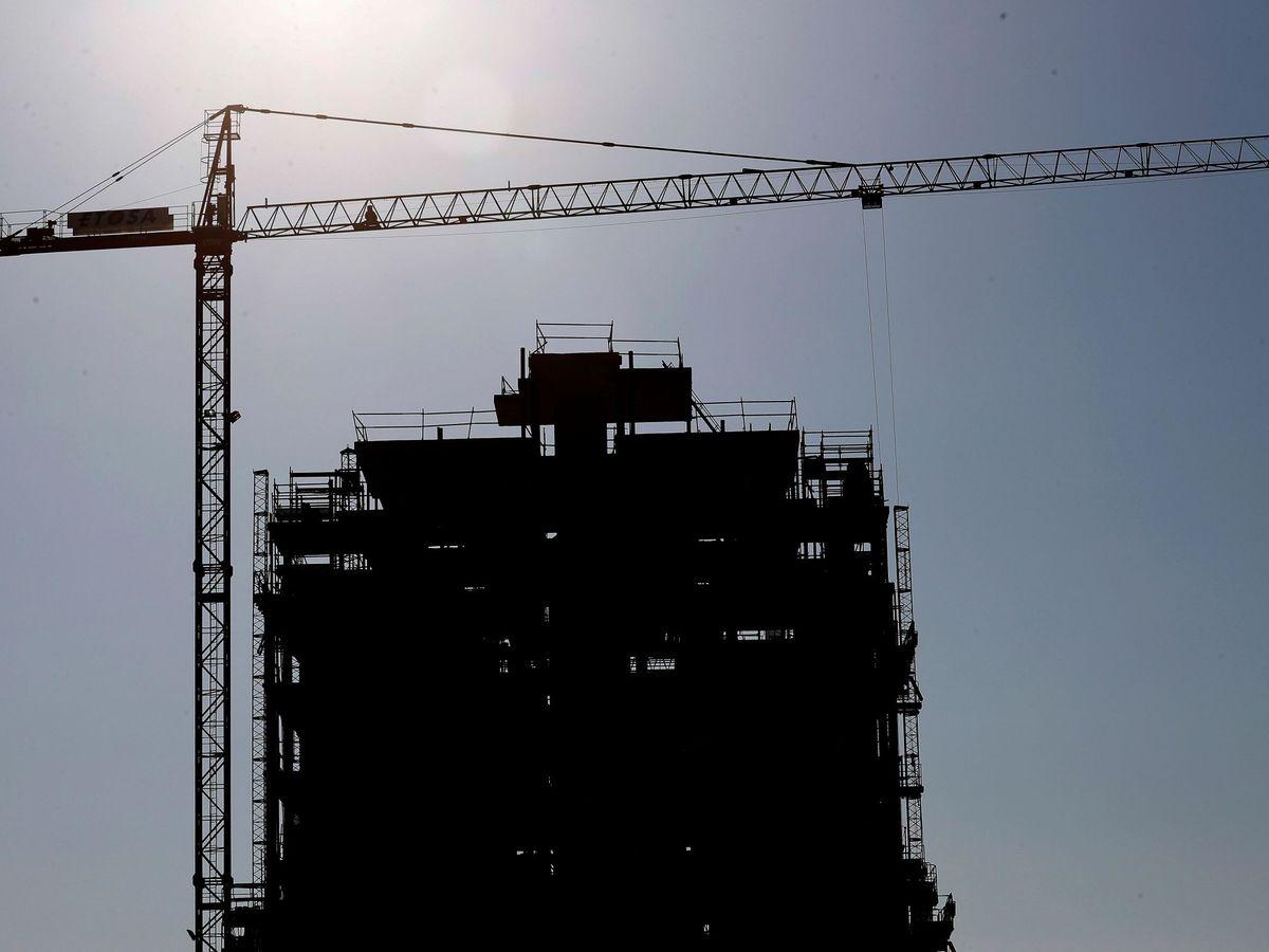 Foto: Un bloque de viviendas en construcción en el barrio madrileño de El Cañaveral. (EFE)