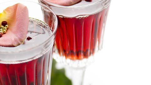 Champán con fresas y otros cócteles afrodisiacos que te van a enamorar
