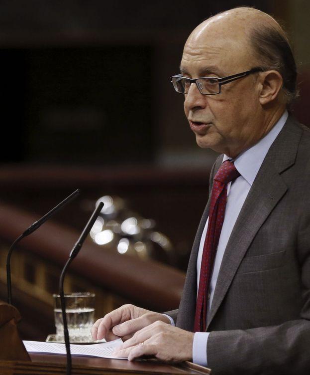 Foto: El ministro Cristóbal Montoro, durante una intervención en el pleno del Congreso de los Diputados. (Efe)