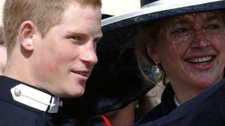 El príncipe Harry, junto a su exniñera Tiggy en una imagen de archivo. (Getty)