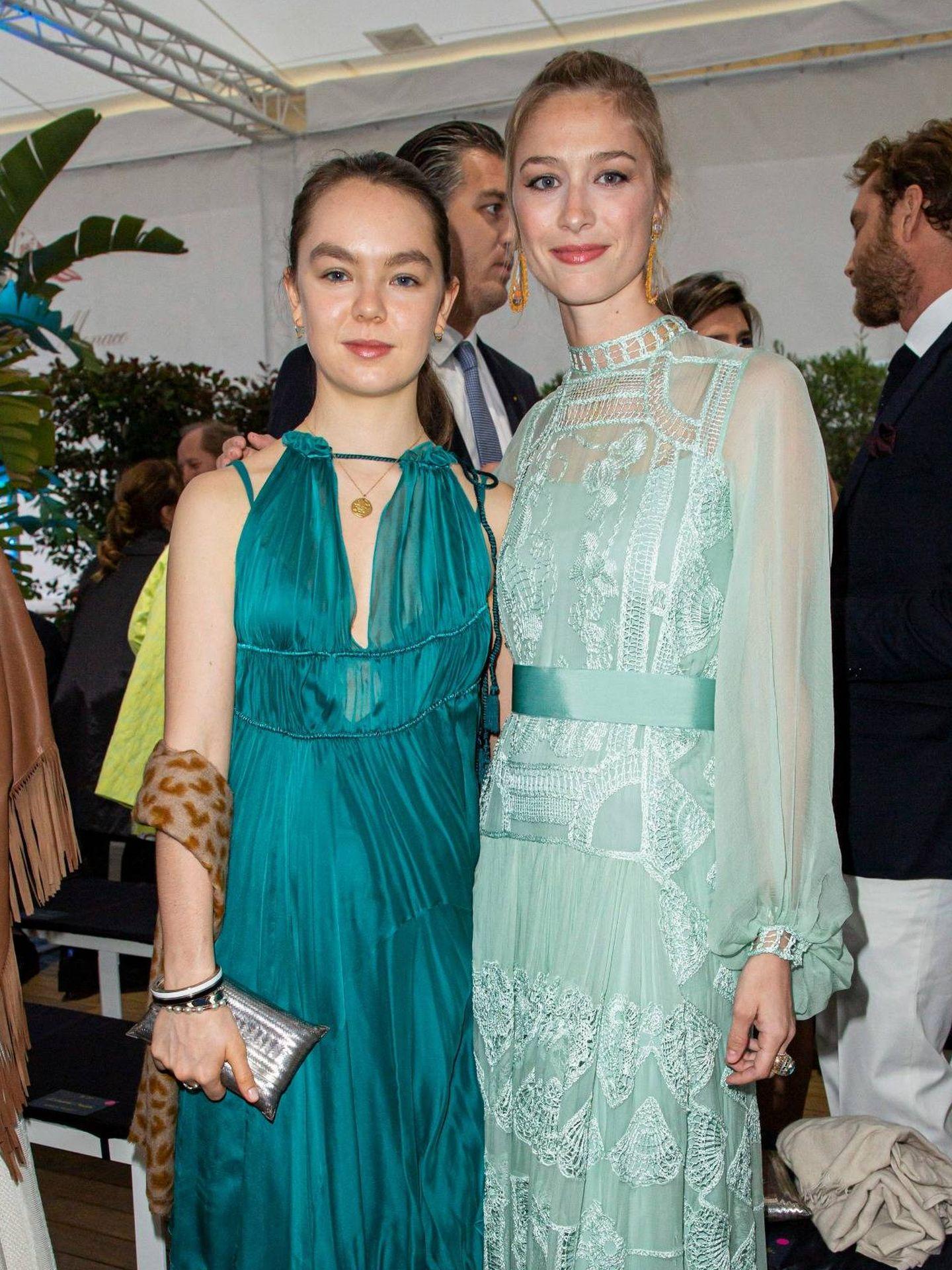 Beatrice Borromeo posa con Alejandra de Hannover. (Cordon Press)