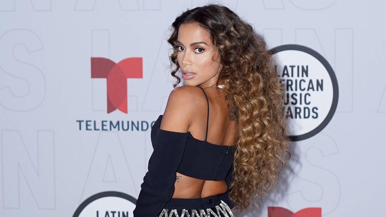 El lookazo de Annita con melena ultravoluminosa y rizada en los Latin AMAs. (Getty)