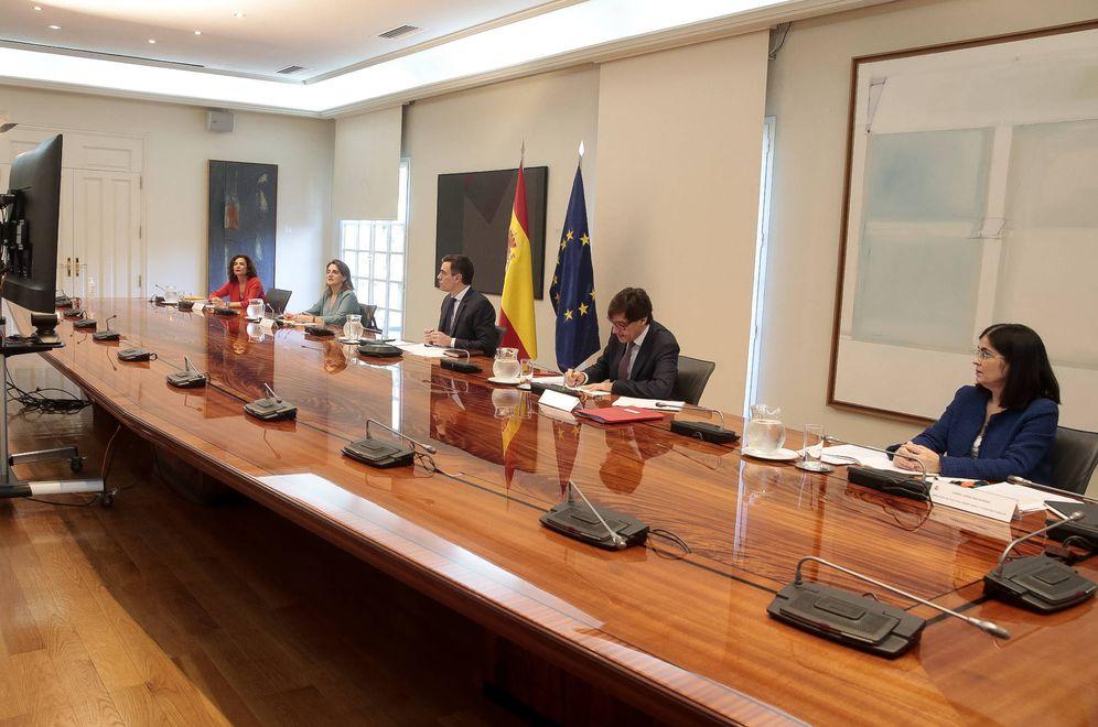 Foto: Pedro Sánchez, con Teresa Ribera, María Jesús Montero, Salvador Illa y Carolina Darias, en la 9ª conferencia de presidentes, este 10 de mayo. (JM Cuadrado | Pool Moncloa)