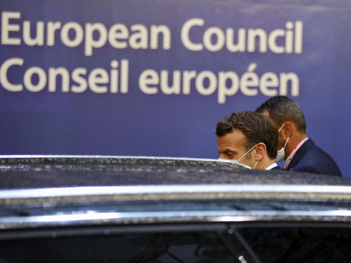 Foto: Macron, tras el tercer día de negociaciones en Bruselas. (EFE)
