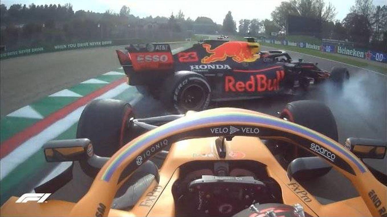 Foto: Carlos Sainz fue afortunado al poder evitar con reflejos el trompo inesperado de Albon. (F1)