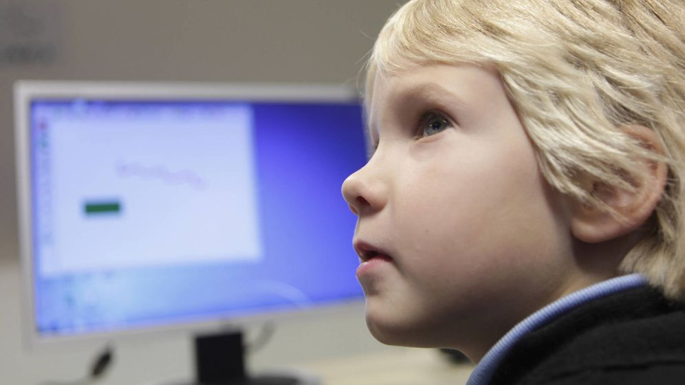 Foto: Un estudiante estonio de siete años, en clase. (Reuters)