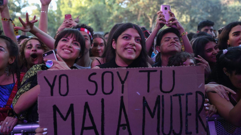 Fans del cantante español C. Tangana en el festival musical Lollapalooza Chile. (EFE)