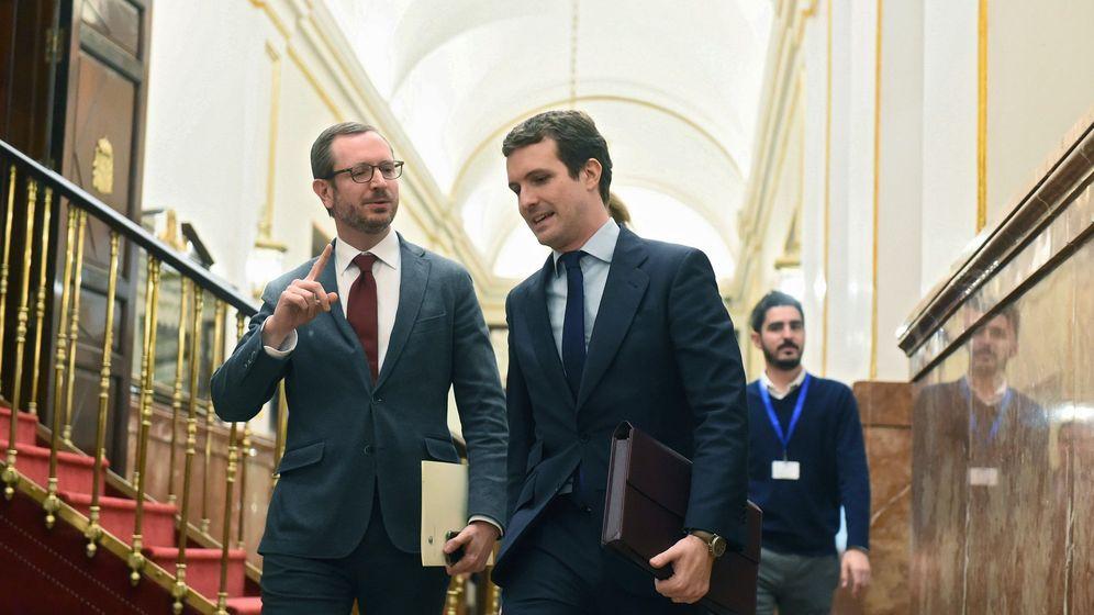 Foto: El presidente del Partido Popular, Pablo Casado (c), y el vicesecretario del partido, Javier Maroto (i). Foto: EFE