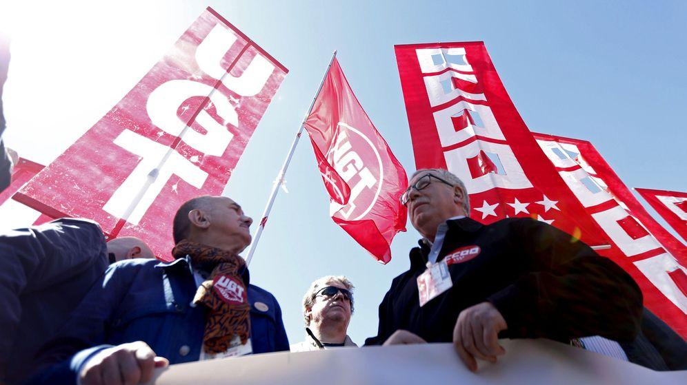 Foto: Los secretarios generales de CCOO y UGT, Ignacio Fernández Toxo (d) y Pepe Álvarez. (EFE)