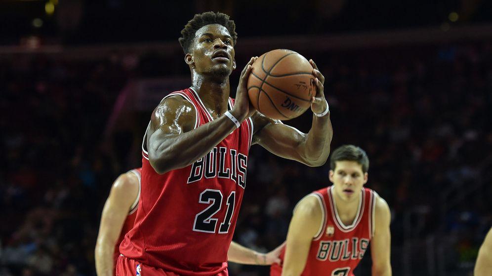 Foto: Un brillante Jimmy Butler comandó la victoria de los Bulls con 53 puntos (Reuters).