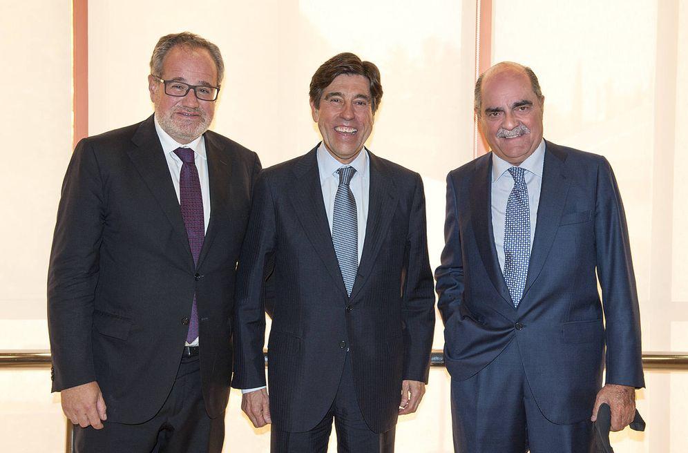 Foto: Demetrio Carceller, Manuel Manrique y José Moreno Carretero, tras la junta general