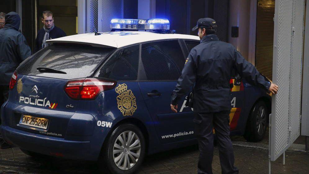 Foto: Imagen de archivo de un coche de la Policía Nacional. (EFE)