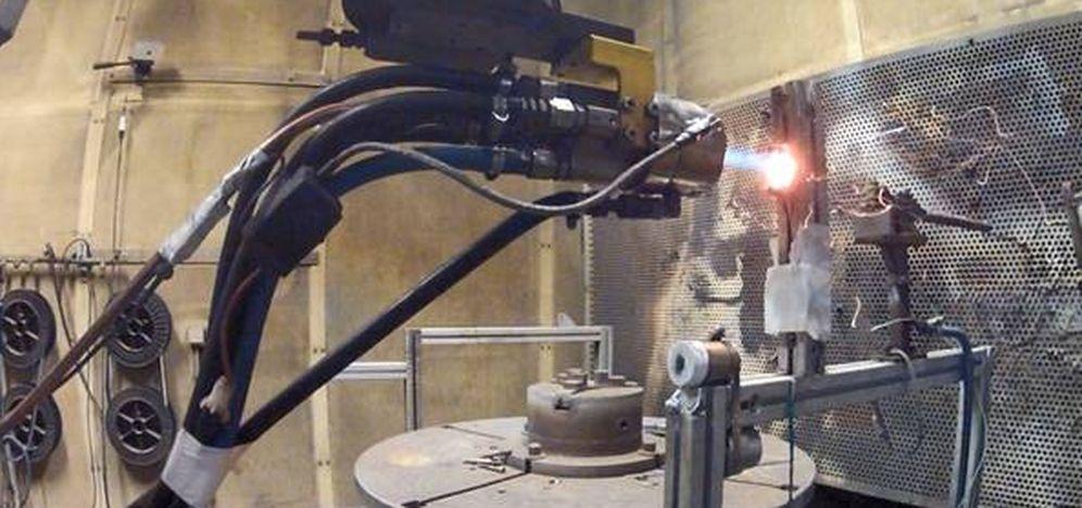 Foto: Un equipo de Tecnalia realiza ensayos a 1.100 grados de temperatura para crear el sistema de protección térmica de la cofia del lanzador de pequeños satélites. (EC)