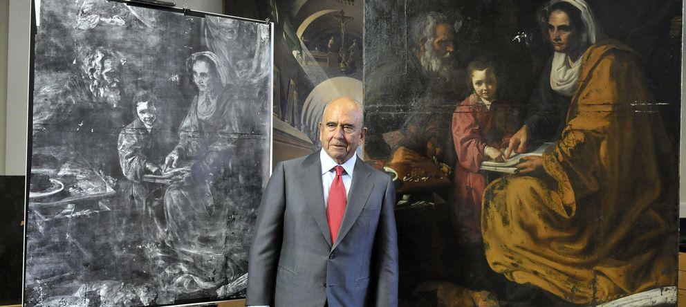 Foto: Emilio Botín, junto con el cuadro 'La educación de la Virgen' (EFE)
