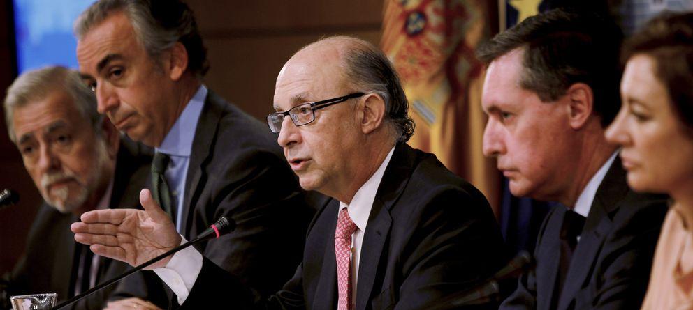 Foto: El ministro de Hacienda y Administraciones Públicas, Cristóbal Montoro, durante la rueda de prensa (Efe)