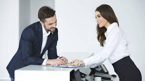 Cómo ligar con alguien de la oficina sin que te pillen: las tácticas definitivas