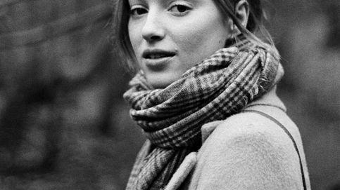 Este abrigo de las rebajas de Mango ya está en manos de Phoebe Dynevor, protagonista de 'Los Bridgerton'