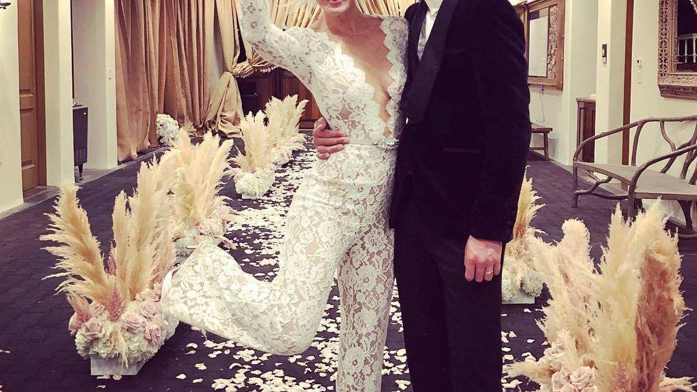 Foto: Kaley Cuoco y su marido durante la fiesta de su boda. (Redes)