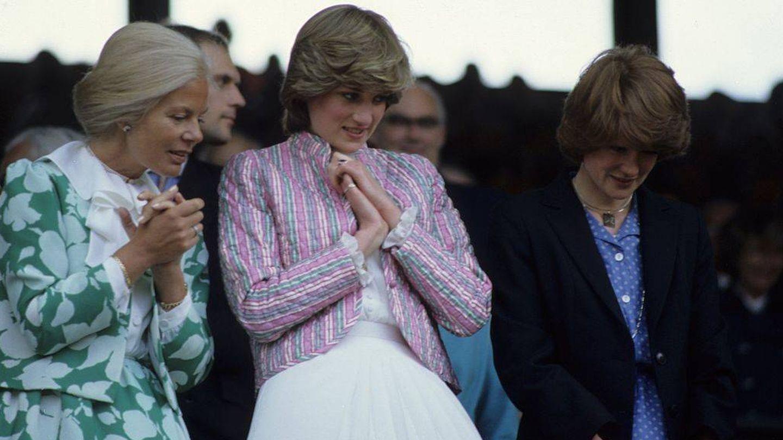 La duquesa de Kent y Lady Di, en Wimbledon en el año 1981. (Getty)