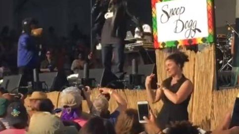 ¿Snoop Dogg? La que tiene estilo en este concierto es la intérprete de signos