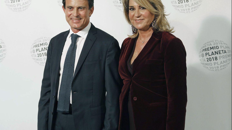 Manuel Valls y su pareja, Susana Gallardo, en la fiesta del Premio Planeta. (EFE)