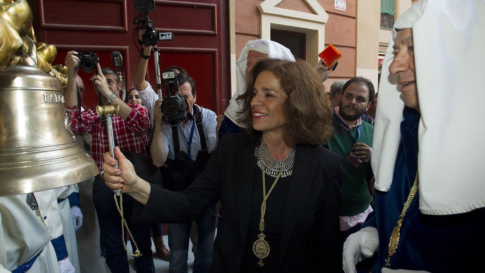 Foto: Ana Botella durante la procesión de la Virgen de la Paloma (EFE)
