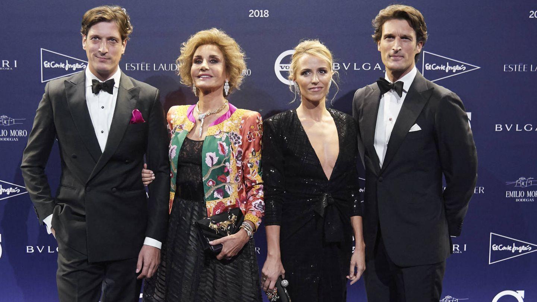 De izquierda a derecha, Luis Medina, Naty Abascal, Laura Vecino y Rafa Medina. (Getty)