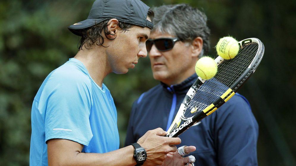Foto: Rafa Nadal, junto a su tío Toni en un entrenamiento. (EFE)
