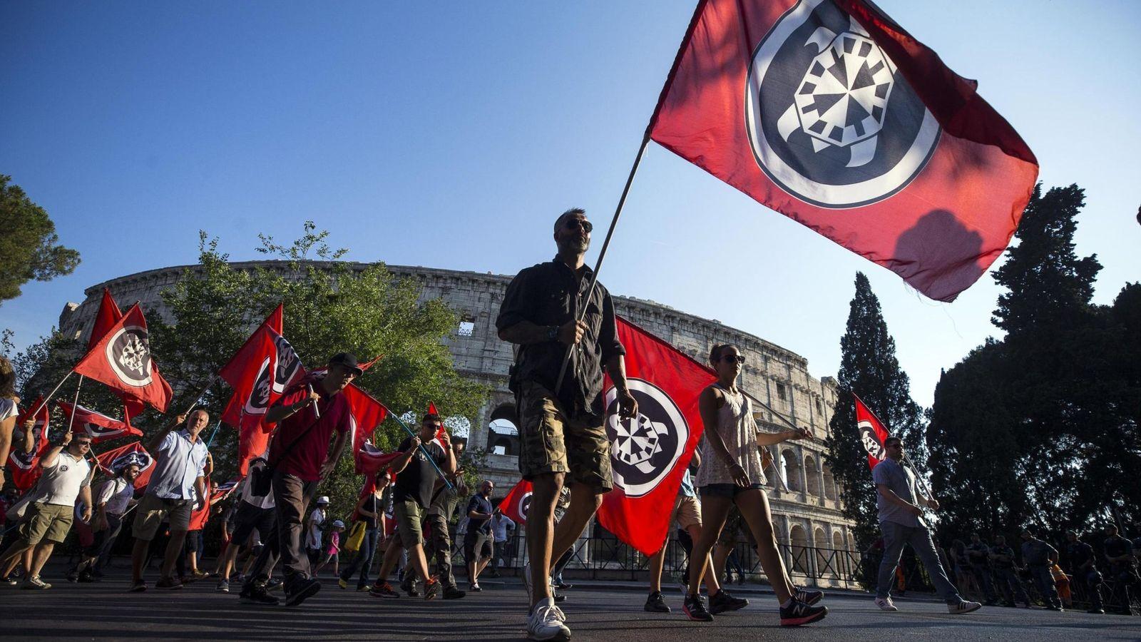 Foto: Simpatizantes de Casapound durante una protesta contra la concesión de la ciudadanía a hijos de inmigrantes nacidos en Italia, en Roma. (Reuters)