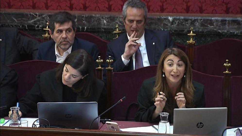 Foto: El expresidente de la Asamblea Nacional Catalana (ANC) Jordi Sànchez (i) y el exconsejero de Interior Joaquim Forn (2d), durante la sesión. (EFE)