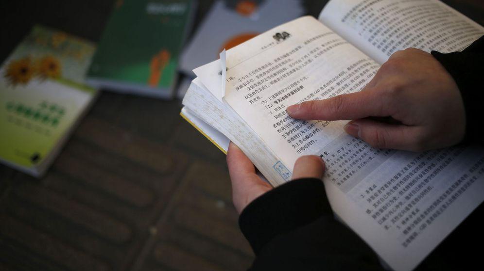 Foto: Libros de texto, una de las actividades de Pearson (Efe)