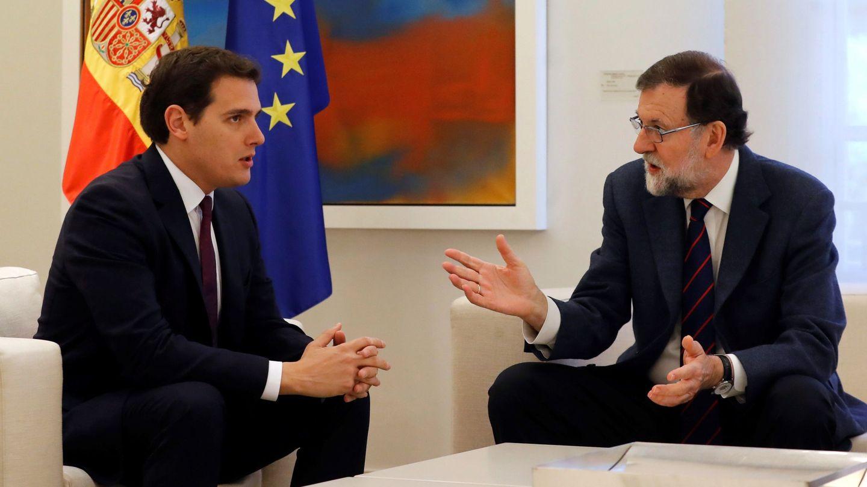 El presidente del Gobierno, junto a Albert Rivera, en La Moncloa. (EFE)