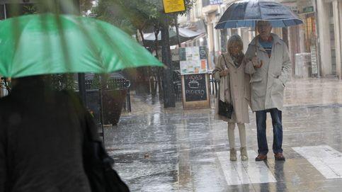 Vuelos desviados y carreteras cortadas por las peores lluvias desde 2008