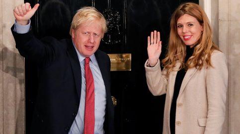 Bye bye, protocolo: la novia de Boris Johnson se viste de fin de año para la noche electoral