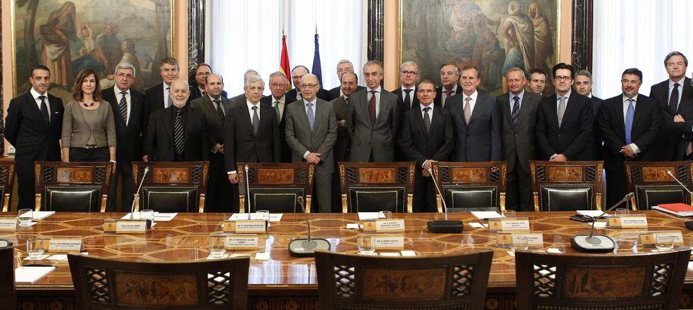 Foto: El ministro de Hacienda, Cristóbal Montoro, durante el encuentro que ha mantenido con el sector del gran consumo en España. (EFE)