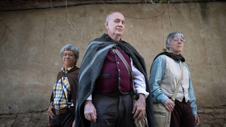 Foto: Asun, Gonzalo y Gemma, tres 'hobbits' en el Camino del Anillo madrileño. (Isabel Blanco)