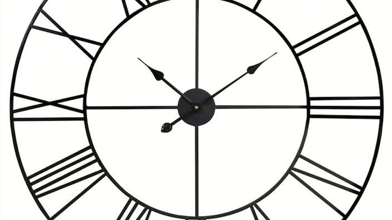 Reloj de pared de Maisons du Monde. (Cortesía)