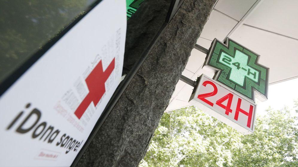 Foto: Farmacia 24 horas en el barrio de vallecas, en Madrid. (EFE)