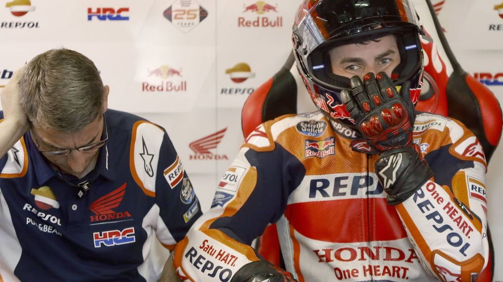 Foto: Jorge Lorenzo en su box de Honda de Barcelona. (EFE)