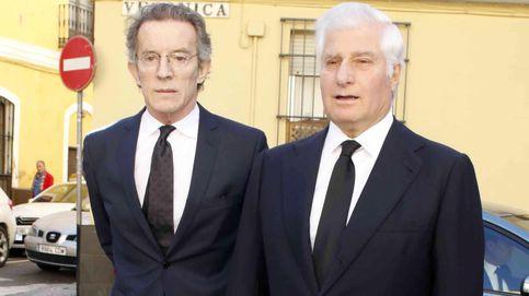 Alfonso Díez y Carlos Fitz-James, juntos en la misa por el aniversario de la muerte de Cayetana de Alba