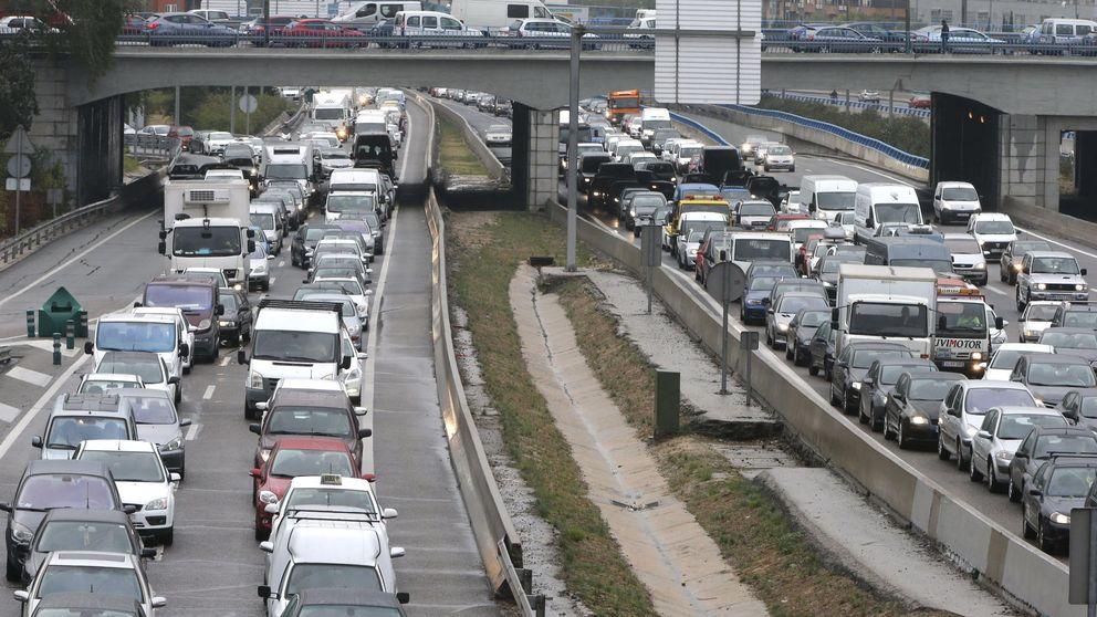 Dos túneles cerrados y 7 semicortados por mal mantenimiento colapsan Madrid