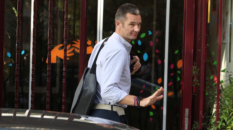 Iñaki Urdangarin entra en el Hogar Don Orione de Pozuelo de Alarcón, donde realiza su voluntariado. (EFE)