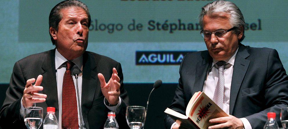 Foto: Baltasar Garzón, acompañado por el exdirector de la UNESCO Federico Mayor Zaragoza. (EFE)